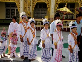 Initiation ceremony at Mahamuni Pagoda