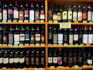Wine store in Pienza