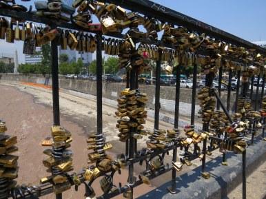 Locking away their love, Pio Nono Bridge, Santiago